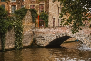 Bruges-canal-with-bridge